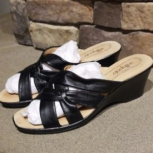 Softspots Black Leather Sandals Wedges Size 8N